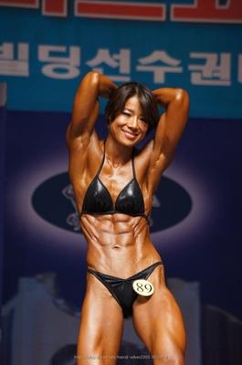 韓国女性ビルダー
